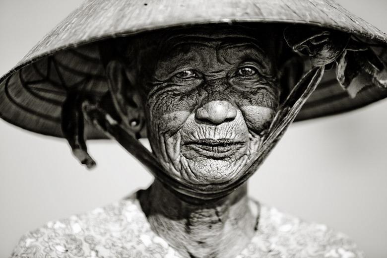 Sắc thái đối nghịch của phụ nữ Việt Jjzo