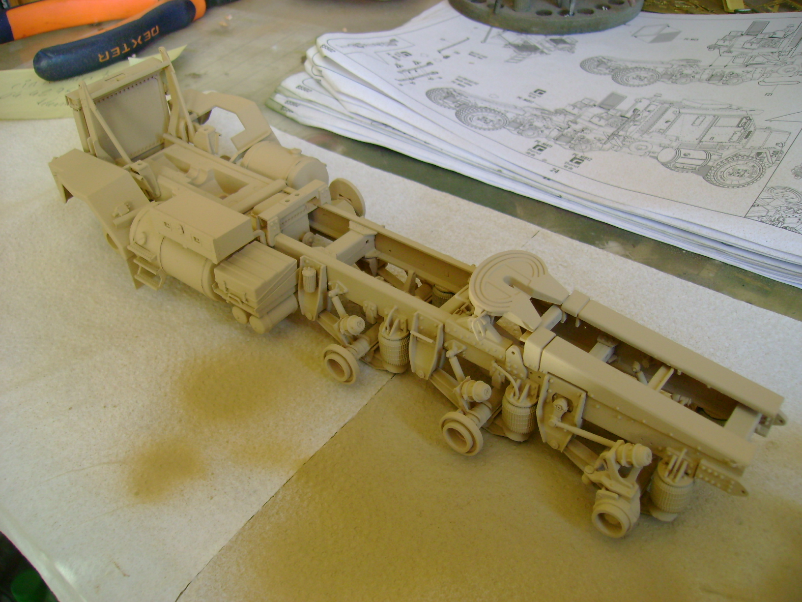 M1070 Truck Tractor & M1000 Semi-Trailer By T-bird!!!!! 1/35 Hobby Boss.Up du01/02.... - Page 3 107gc