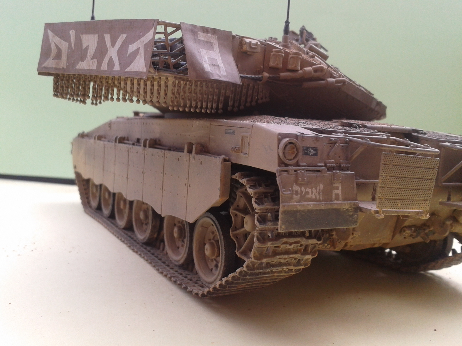 IDF MERKAVA MK.3D EARLY au 1/35 By Meng.....Terminer !!!! et sur son dio.... - Page 2 20130402175306