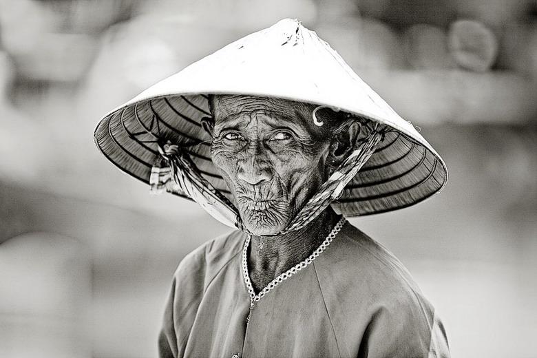 Sắc thái đối nghịch của phụ nữ Việt 4tqq
