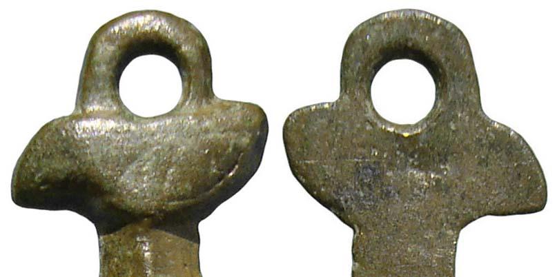 Cruz sección triangular con pezuelos en el brazo horizontal, S-XVII- CC-055 [Pec032/S-XVII]* Kxrw