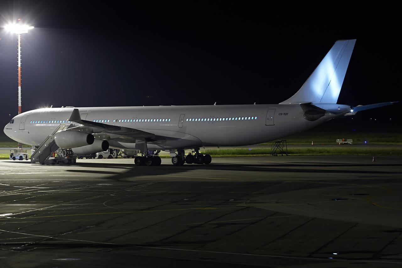 [26/04/2015] Airbus A340-300 (CS-TQY & CS-TQZ) Hi Fly MYGj4p