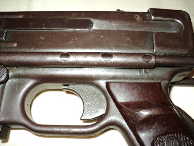 PISTOLET MITRAILLEUR DE 9 mm (MODELE 1949) Dsc00006fw