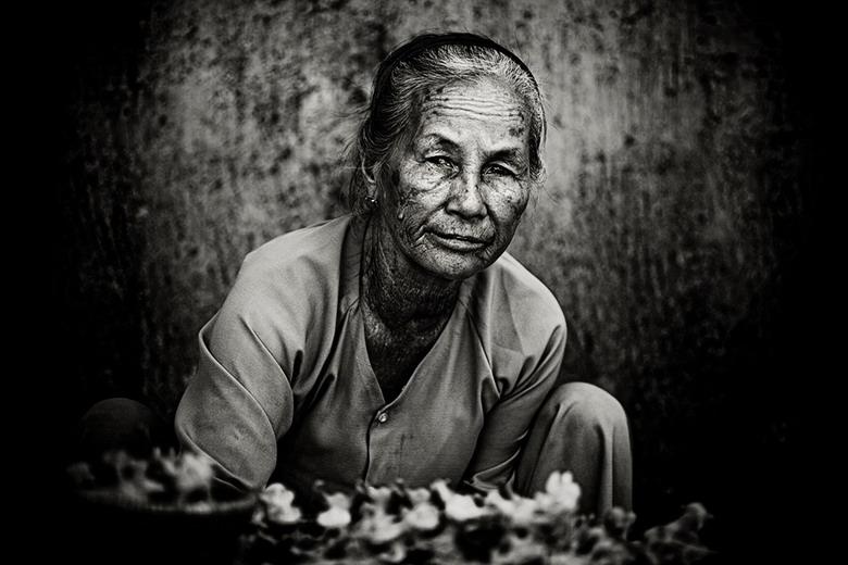 Sắc thái đối nghịch của phụ nữ Việt Edzh
