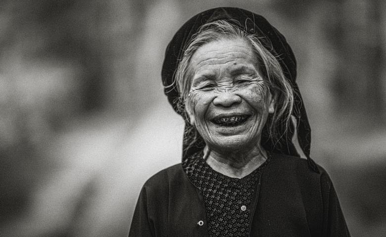 Sắc thái đối nghịch của phụ nữ Việt Z6nk