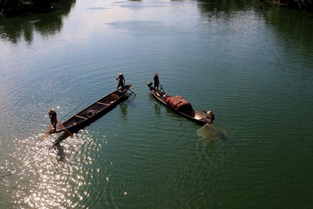 Tung chài trên sông Huế 13mu