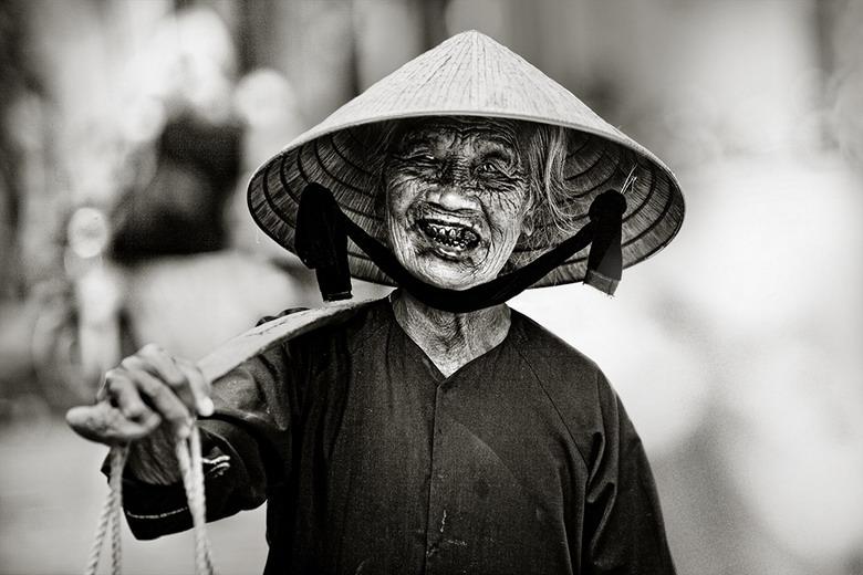 Sắc thái đối nghịch của phụ nữ Việt K27t