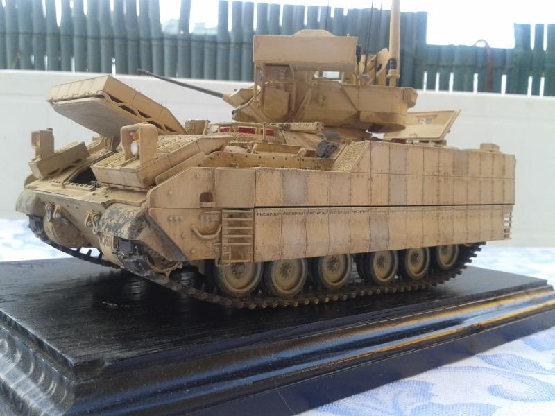 Bradleys M2A3 w/Busk III Meng 1/35 by T-Bird....Terminer !!!!! Xtjo