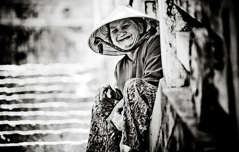 Sắc thái đối nghịch của phụ nữ Việt Dtwh