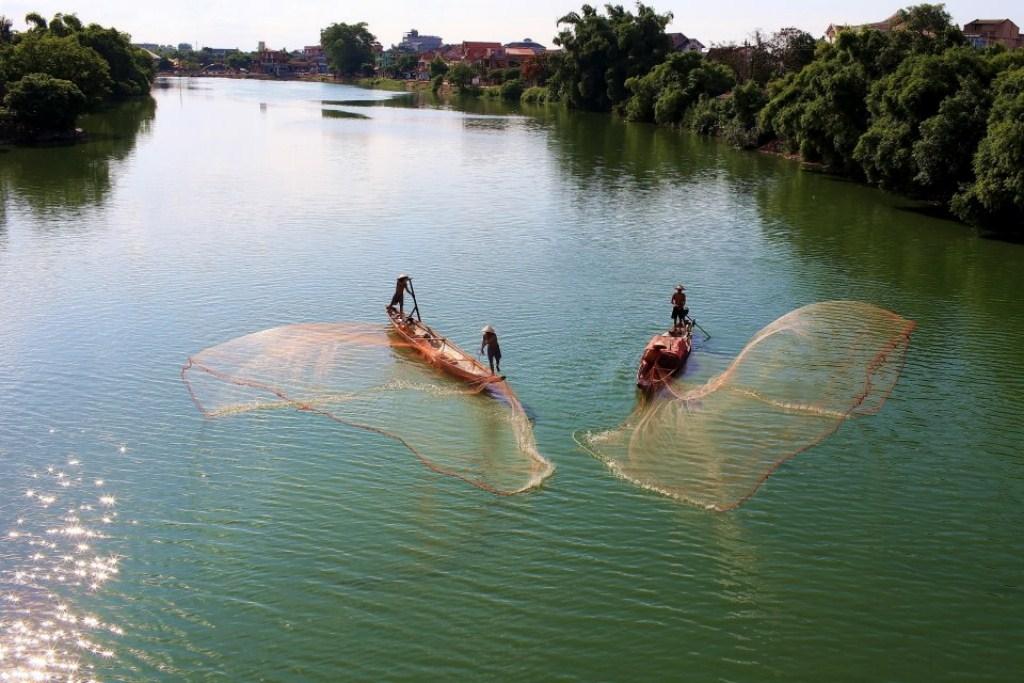 Tung chài trên sông Huế 7yu1