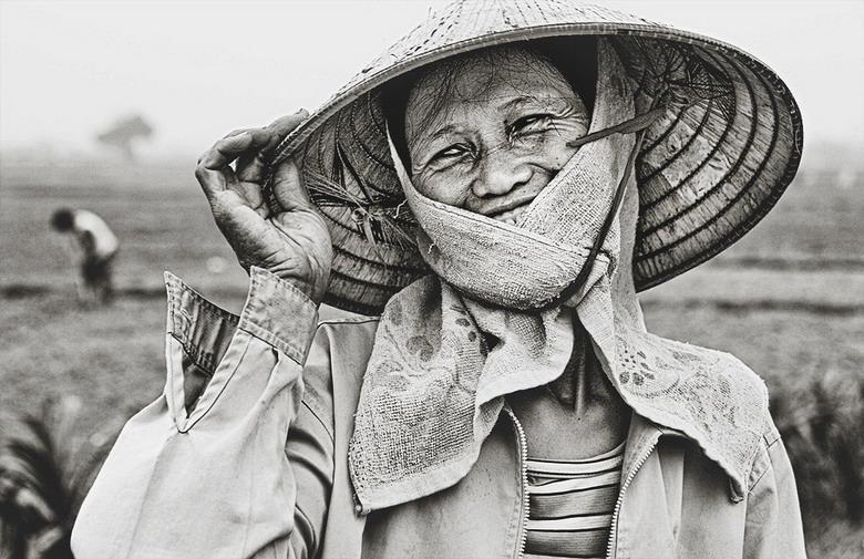 Sắc thái đối nghịch của phụ nữ Việt Pjuj