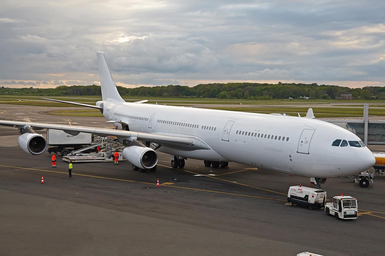 [26/04/2015] Airbus A340-300 (CS-TQY & CS-TQZ) Hi Fly Ls2gdC