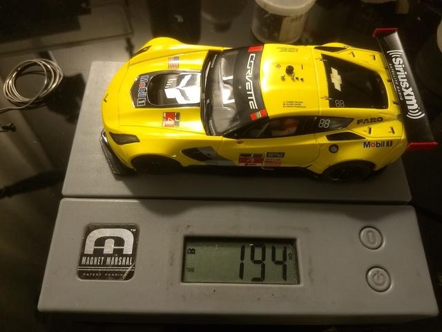 Duelo en pista: Corvette C7R vs Porsche 911 - Categoría GT Scaleauto con imán. Oaqp3R