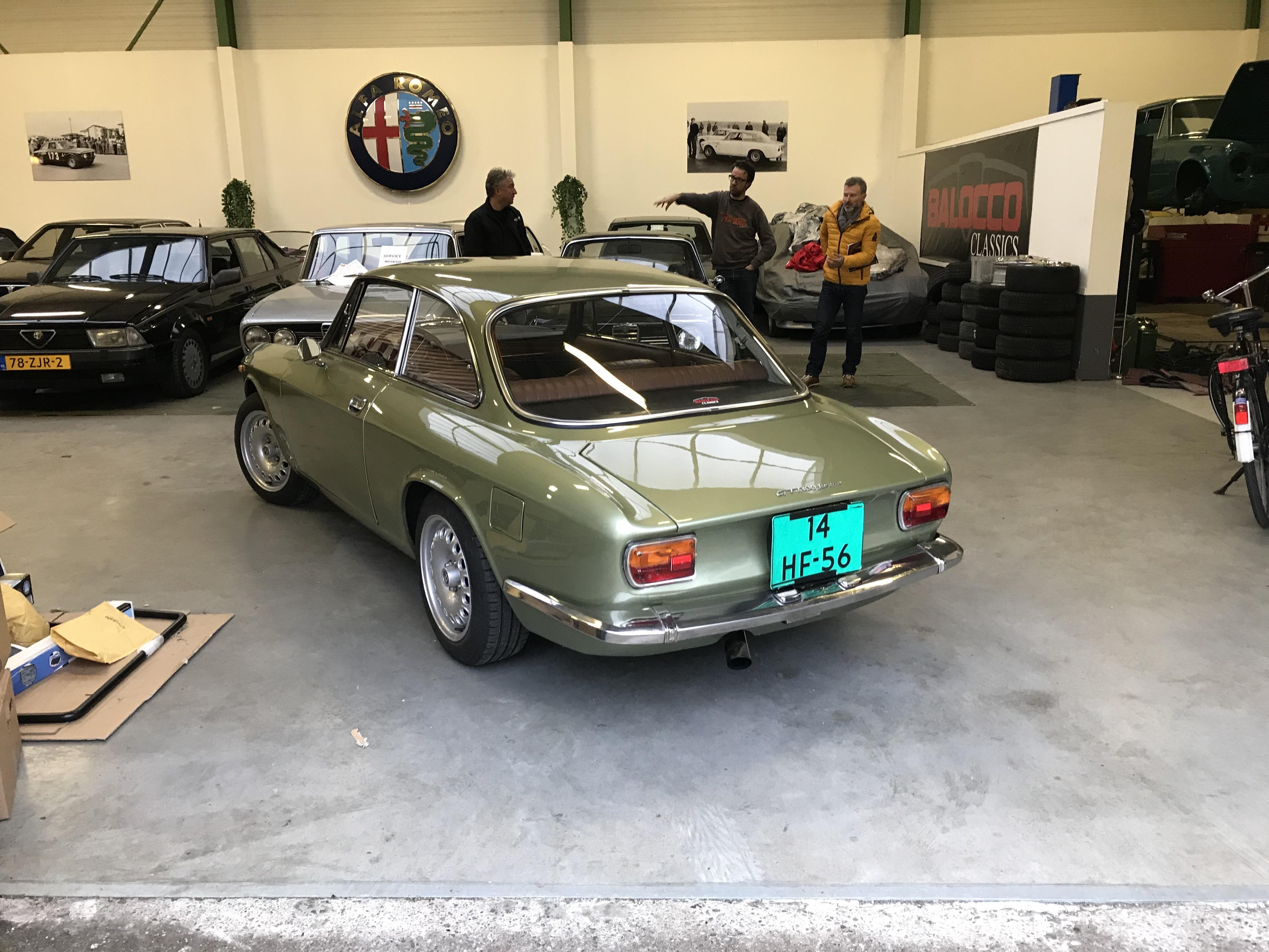 bertone GT 1300 Junior - 1973 - Vert Olive VMxq5g
