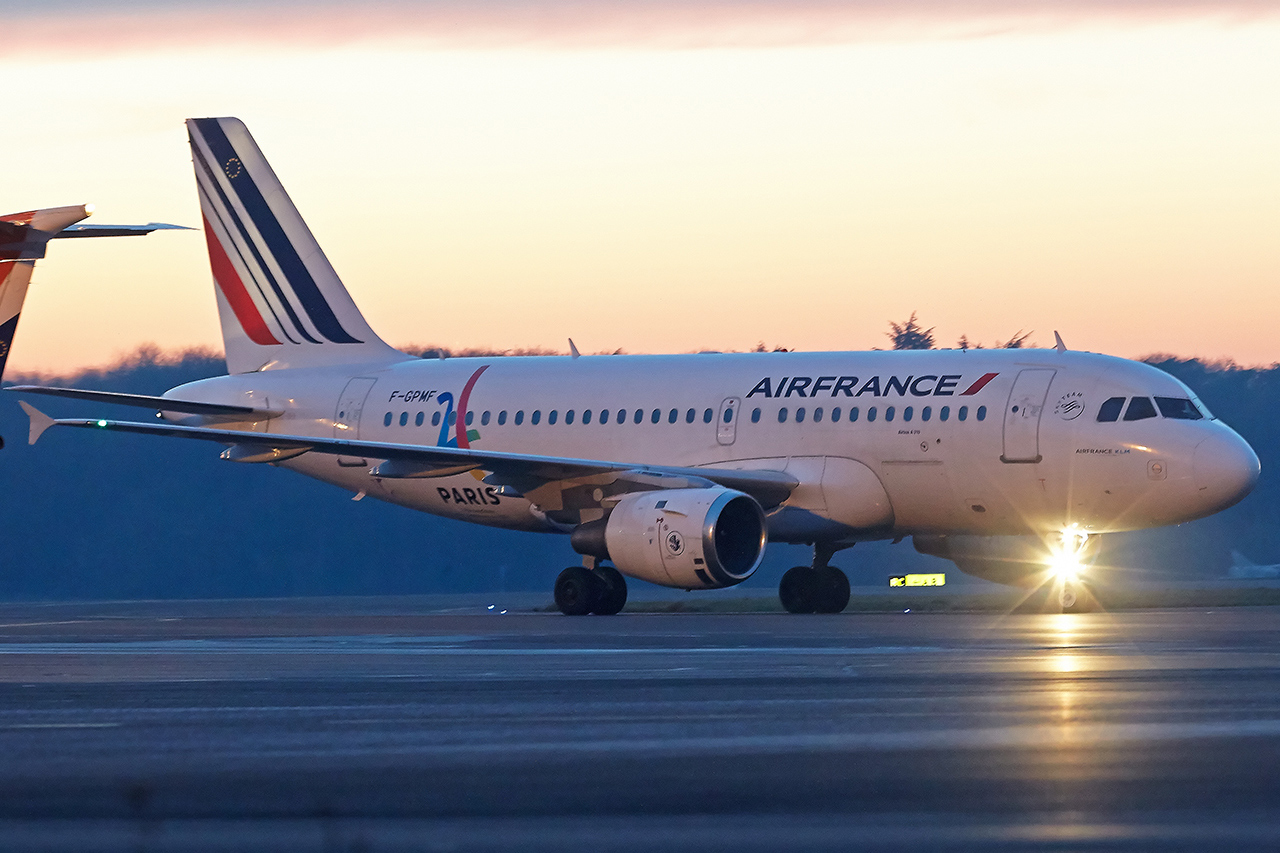 "[22/01/2017] Airbus A319 (F-GPMF) Air France Sticker ""Paris 2024"" JEmNMG"