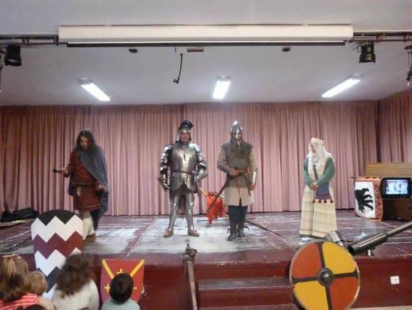 """Clase medieval infantil en el Colegio """"Ciudad de Valencia"""" (Madrid) 4AXvOb"""