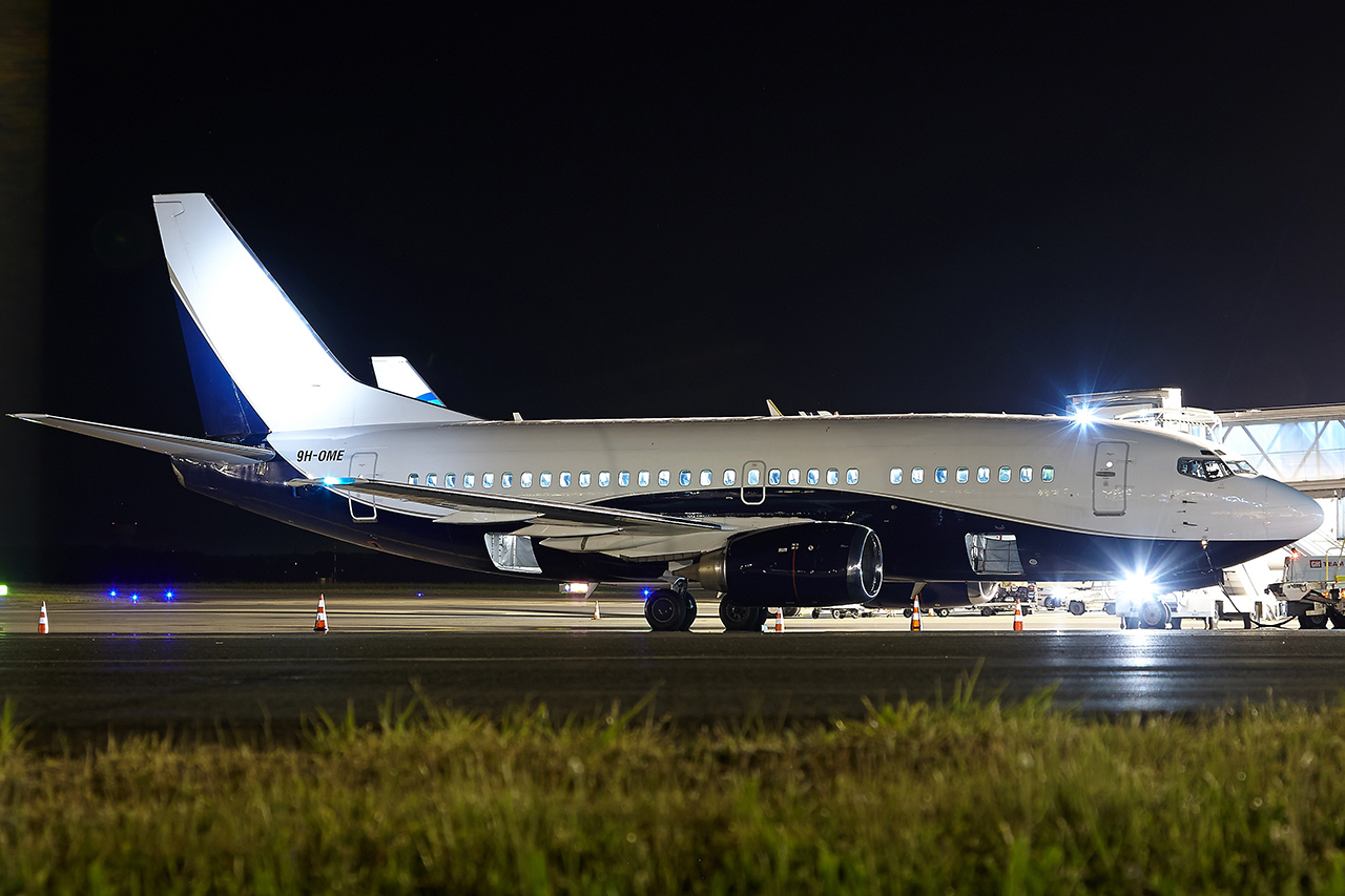 [01/05/2016] Boeing 737-500 (9H-OME) Air X Charter OWEjHb