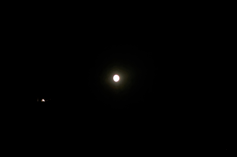 2016: le 15/08 à 23h48 - Lumière étrange dans le ciel  -  Ovnis à Erdeven - Morbihan (dép.56) 4t72kF