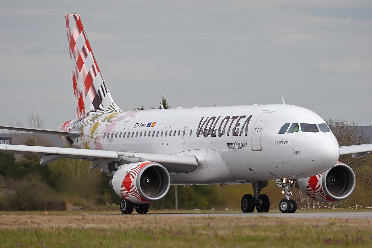 "[10/04/2016] Airbus A319 (EI-FMU) Volotea ""Veni, Vidi, Volo"" O3sg7J"