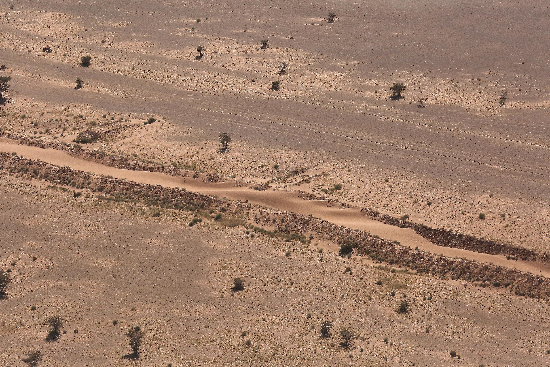la ceinture de sécurité au sahara marocain - Page 14 J1jSJq
