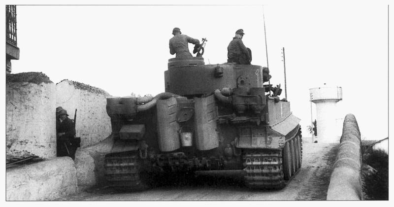 Tiger I du sPzAbt. 501 en Tunisie 1943 Tigerinr11spzabt501enro