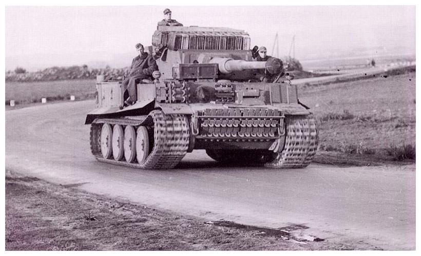 Tiger I du sPzAbt. 501 en Tunisie 1943 Tigerinr243spzabt501tun