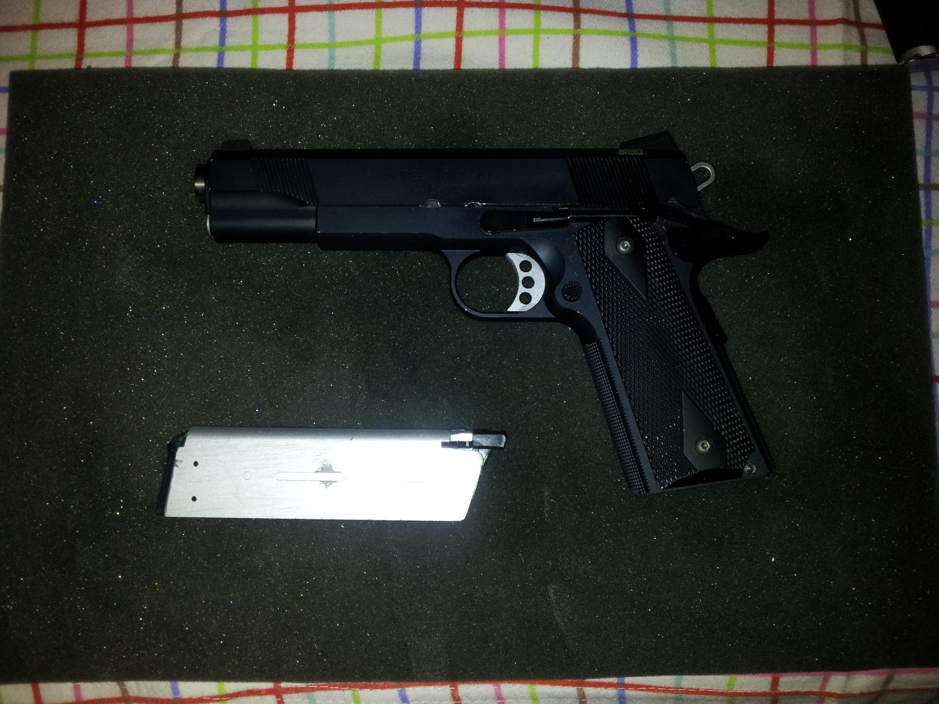 ARCOONTE vende pistolas! 20121202185505
