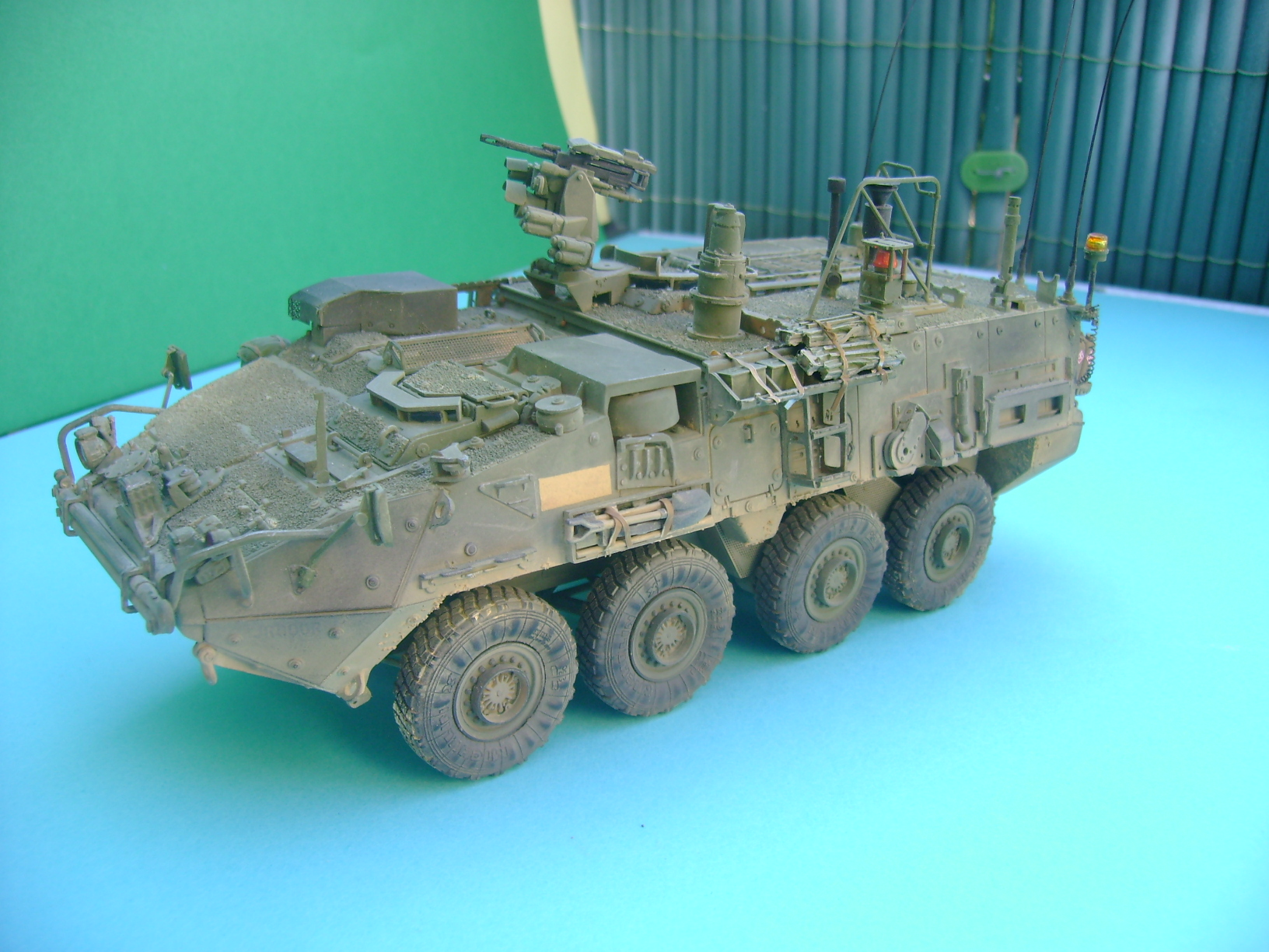 M1135 Stryker NBC RV 1/35 Trumpeter....Terminer Up du 29/10... - Page 3 Dsc01492hj
