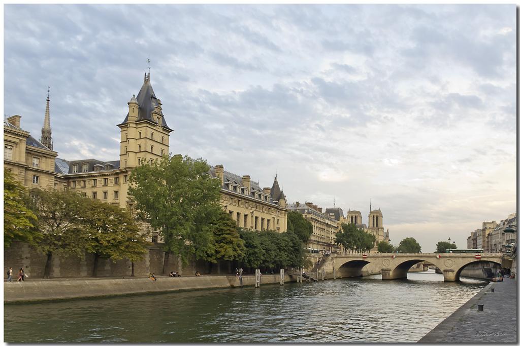 A Paris au mois d'août.  - Page 12 Jp116091024