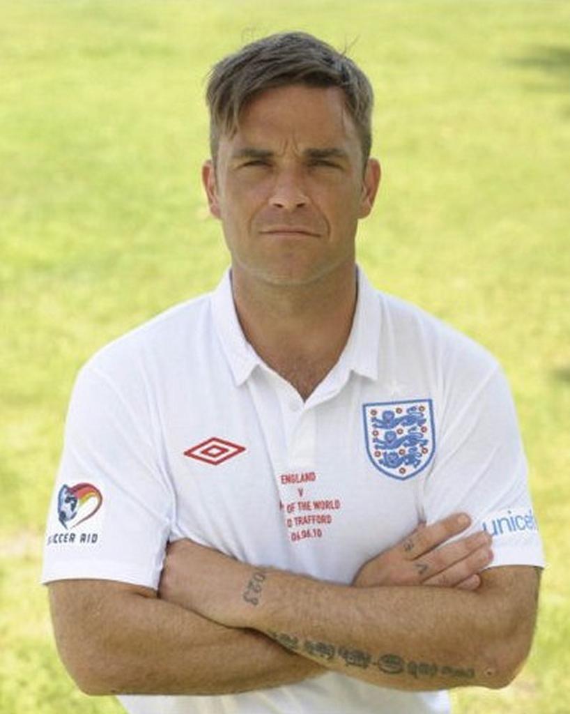 Robbie Williams Soccer Aid 2010 20100705021747