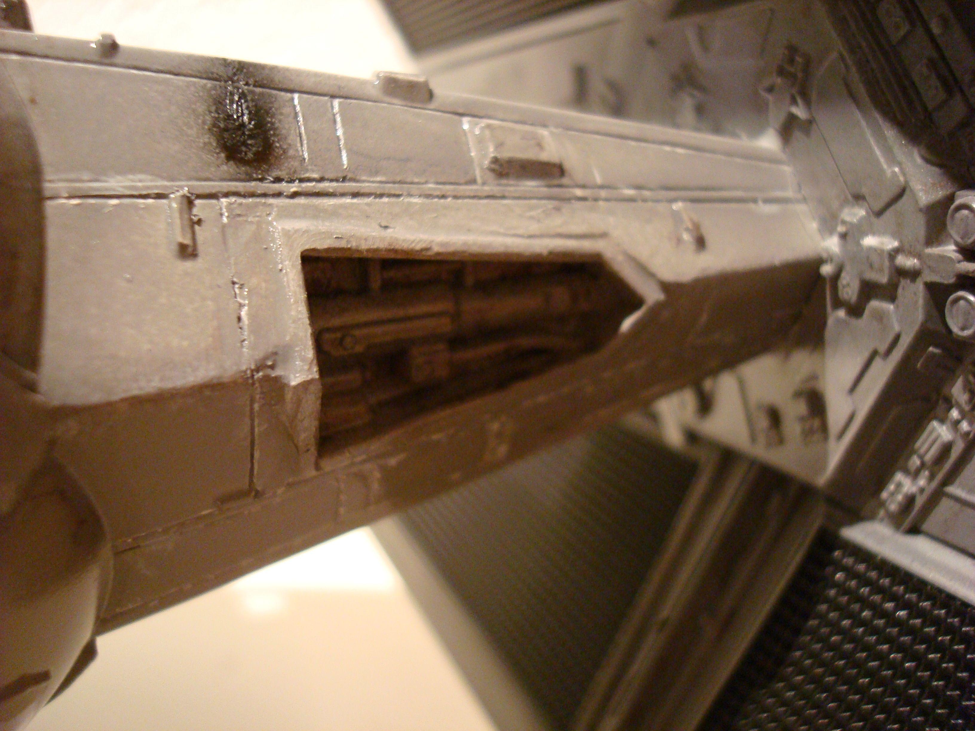 Tie fighter X-1 (premiers essais à l'airbrush)  Dsc01077pb