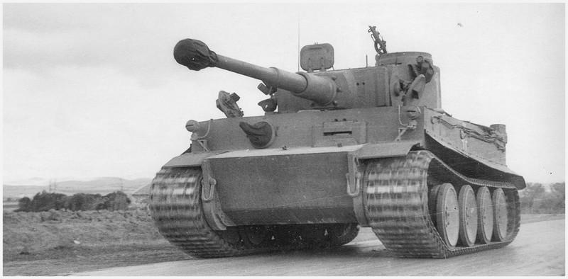 Tiger I du sPzAbt. 501 en Tunisie 1943 Tigerinr11spzabt501tuni