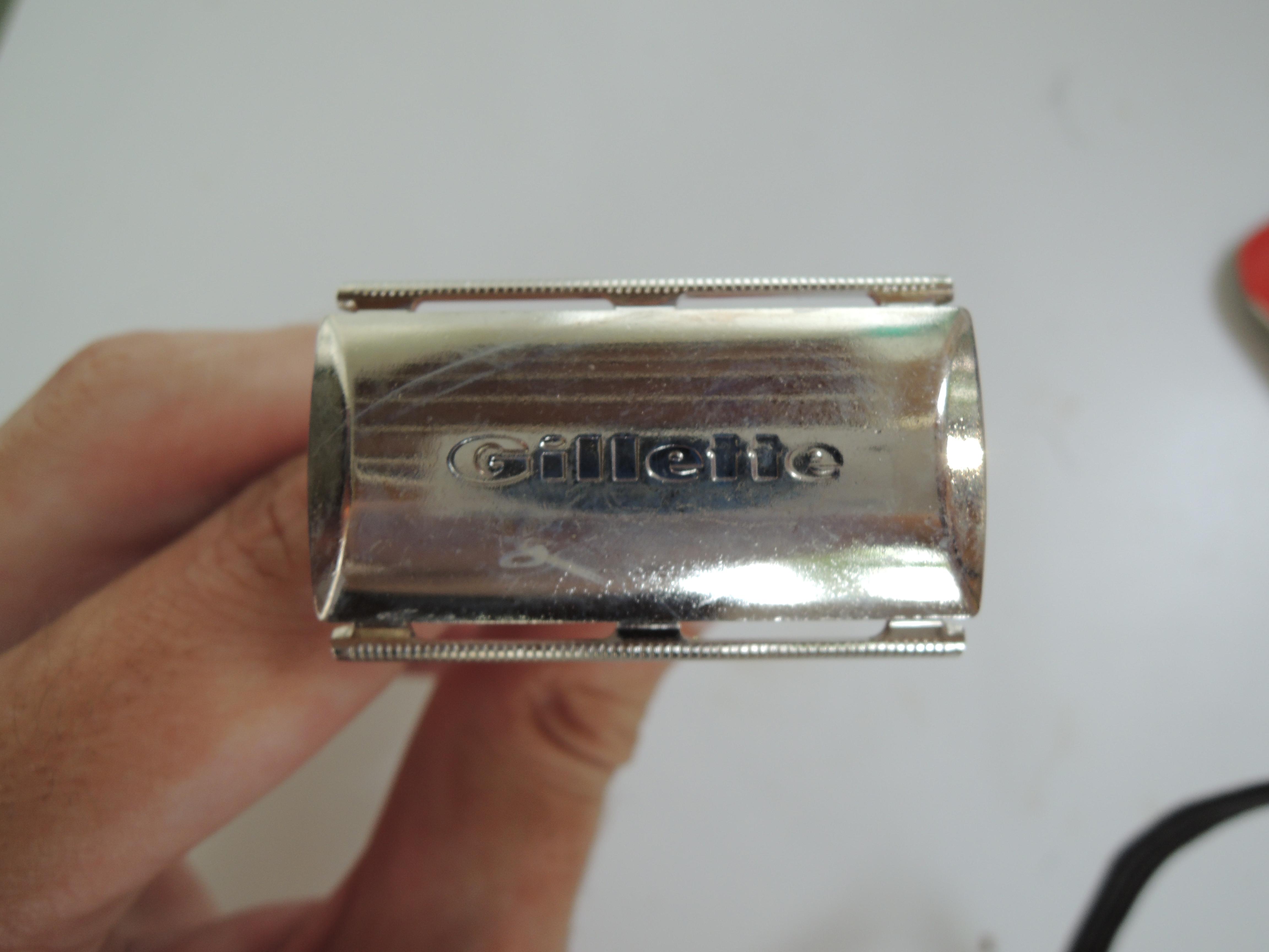 Gillette Tech (1966) - peigne fermé 3 pièces Q6g2