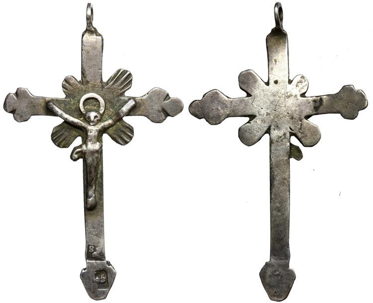 Crucifijo en plata contraste Leon acostado S-XVIII J012dcrucifijoplata4128