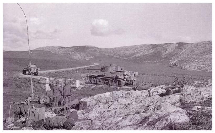 Tiger I du sPzAbt. 501 en Tunisie 1943 Tigerinr131et132spzabt5