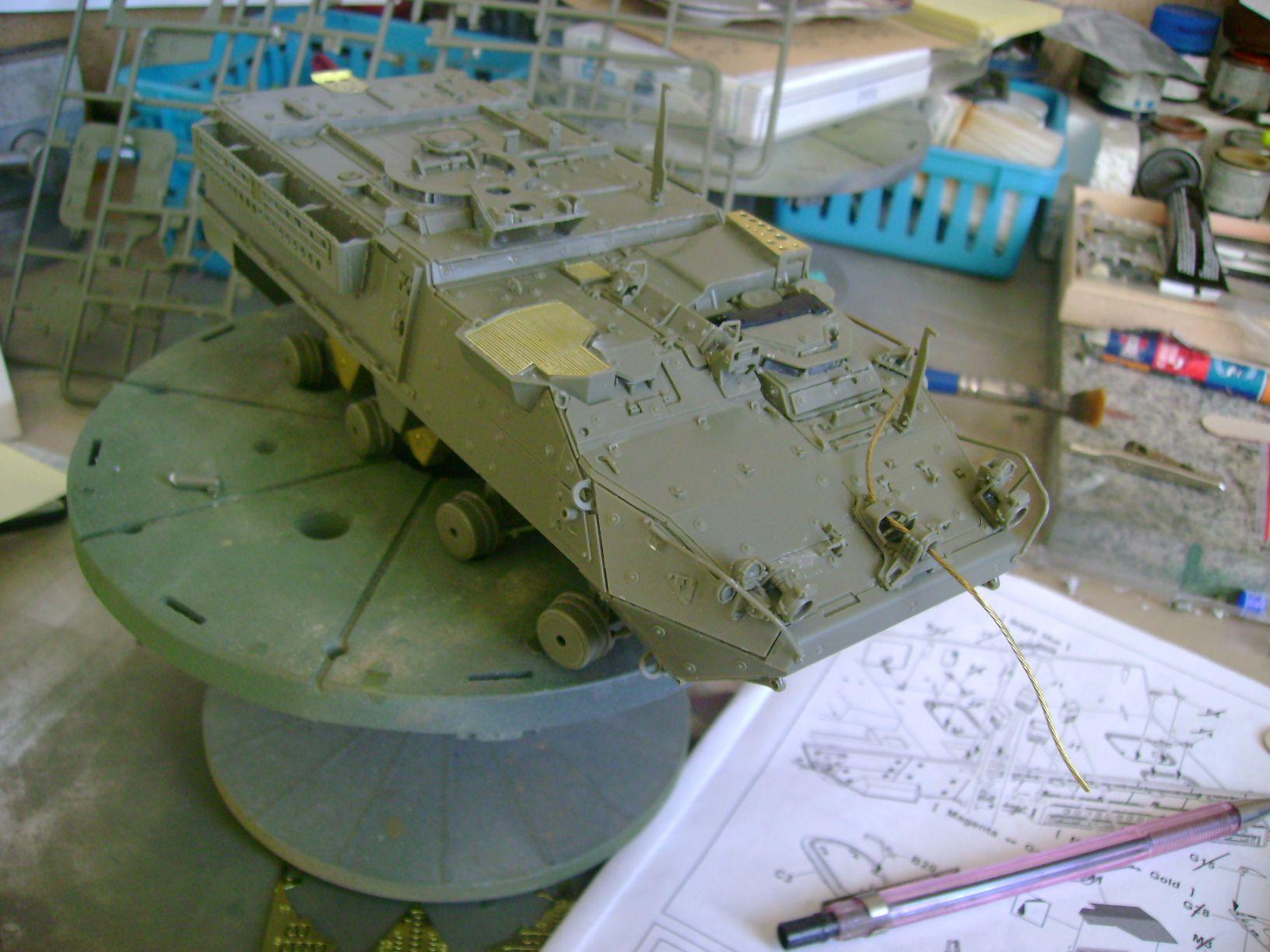 M1130 Stryker Commander's Vehicle, le Stryker de Tuche.....montage terminé.. - Page 2 Dsc01806w