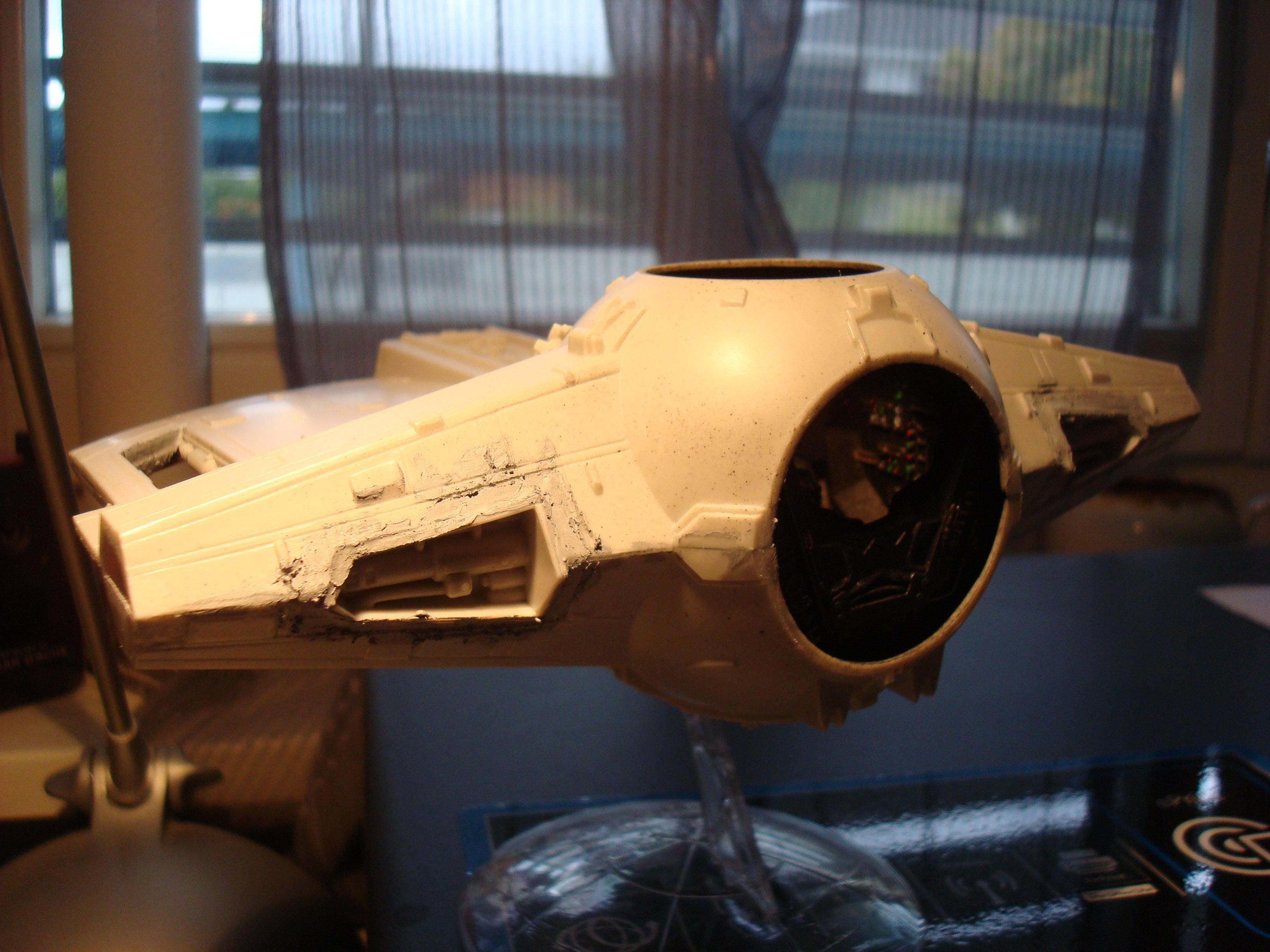 Tie fighter X-1 (premiers essais à l'airbrush)  Dsc00877q