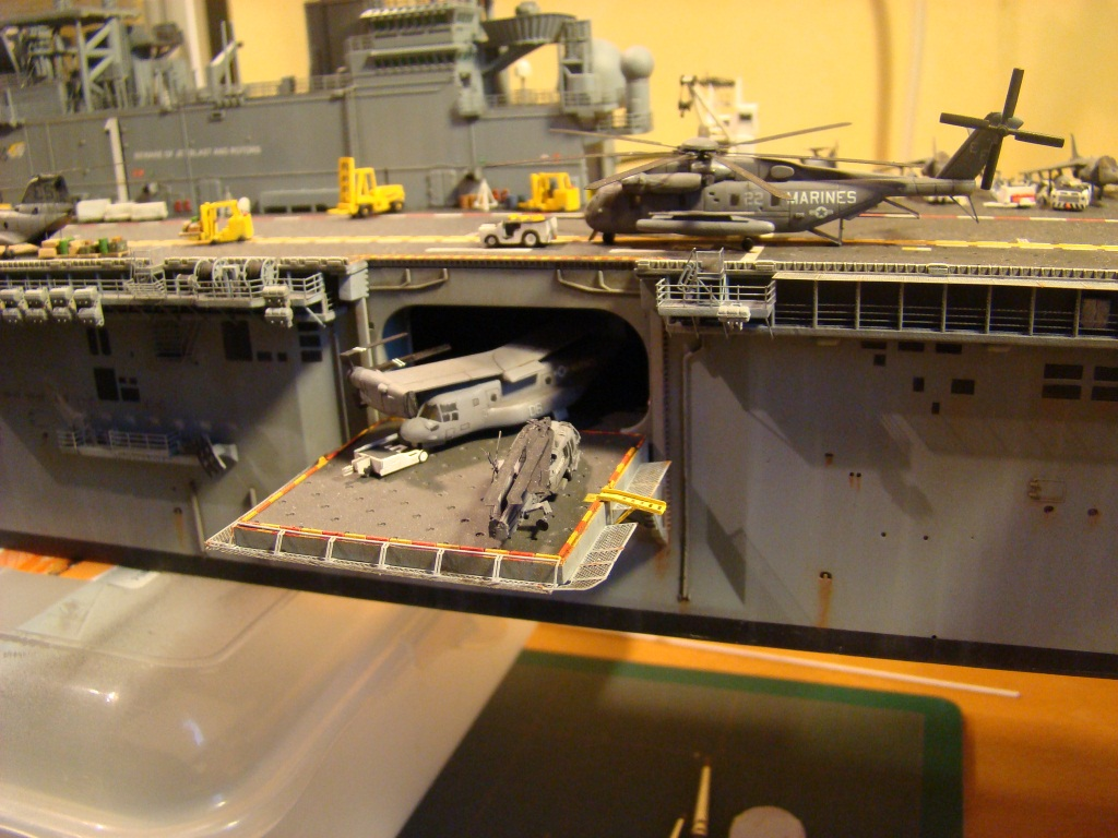 USS WASP LHD-1 au 1/350ème par nova73 - Page 8 Dsc09123sa