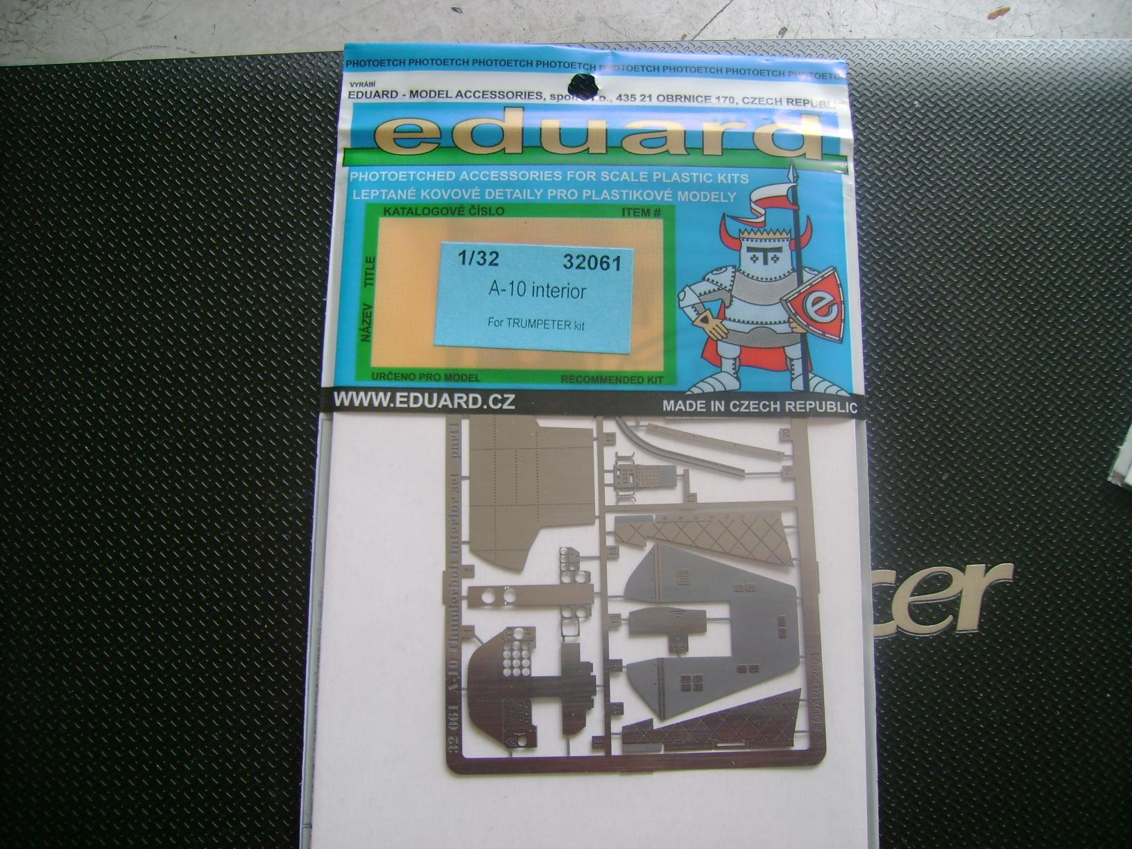 A-10 Thunderbolt II...1/32 Trumpeter + PE Edouard....( T-Bird) Up 02/12... Dsc02223p