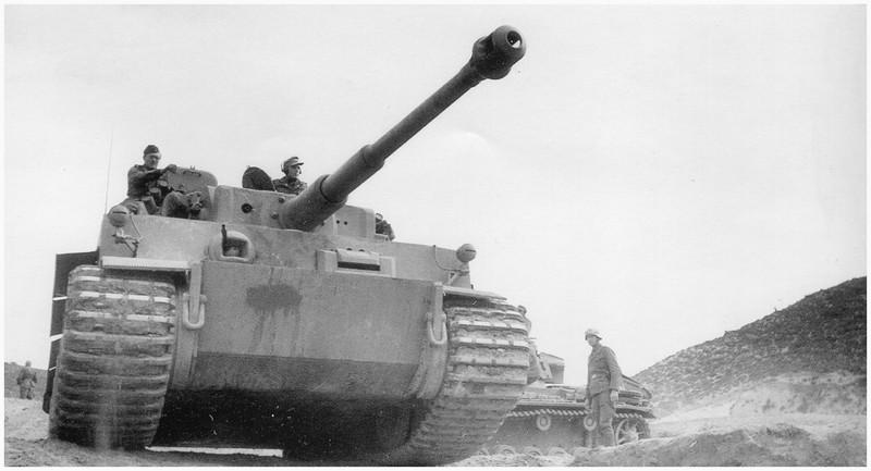 Tiger I du sPzAbt. 501 en Tunisie 1943 Tigerinr121spzabt501