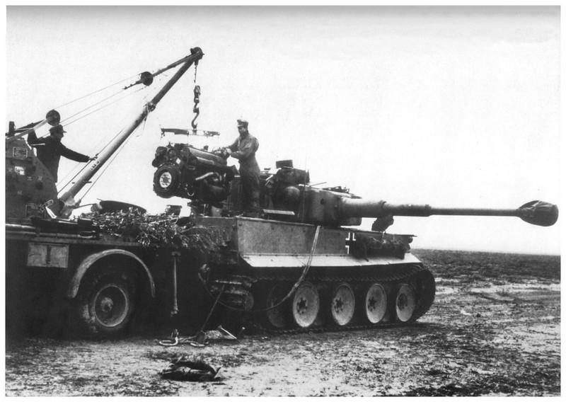 Tiger I du sPzAbt. 501 en Tunisie 1943 Tigerinr141spzabt501tun