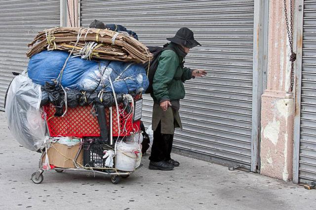 Cuando las cosas no son lo que parecen... Homelesspeoplein64012