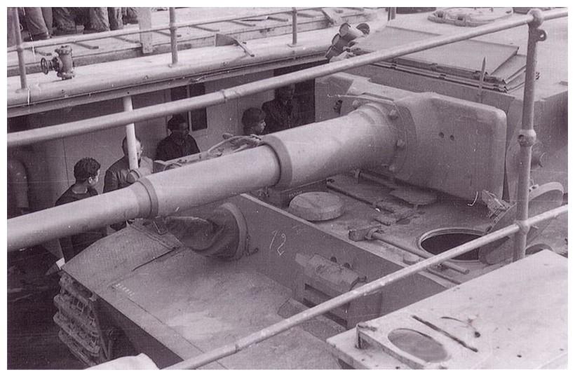 Tiger I du sPzAbt. 501 en Tunisie 1943 Tigerinr112spzabt501une