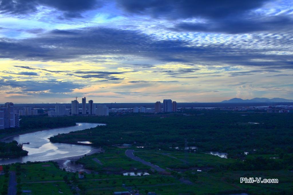 Việt Nam tuyệt đẹp qua ống kính một người Mỹ Blueskyoverphumyhung02