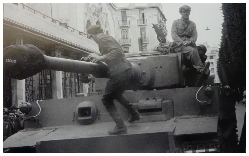 Tiger I du sPzAbt. 501 en Tunisie 1943 Sarrivalintunistunisiai