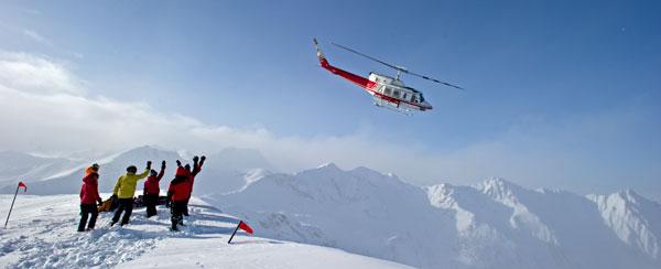 Fin de temporada de esquí en una cabaña perdida en las Rocosas Canadienses 9ojw