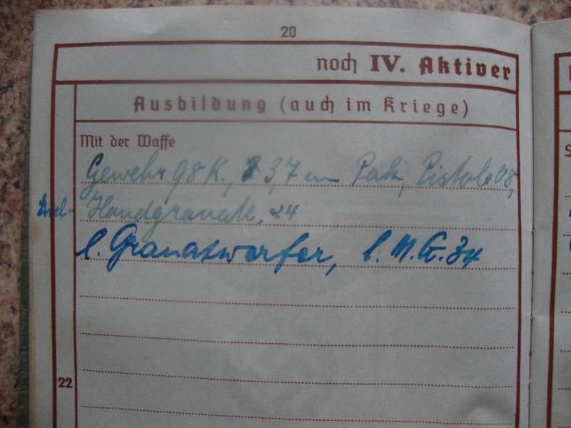 Traduction et identification d 'un Wehrpass et ses papiers Khji