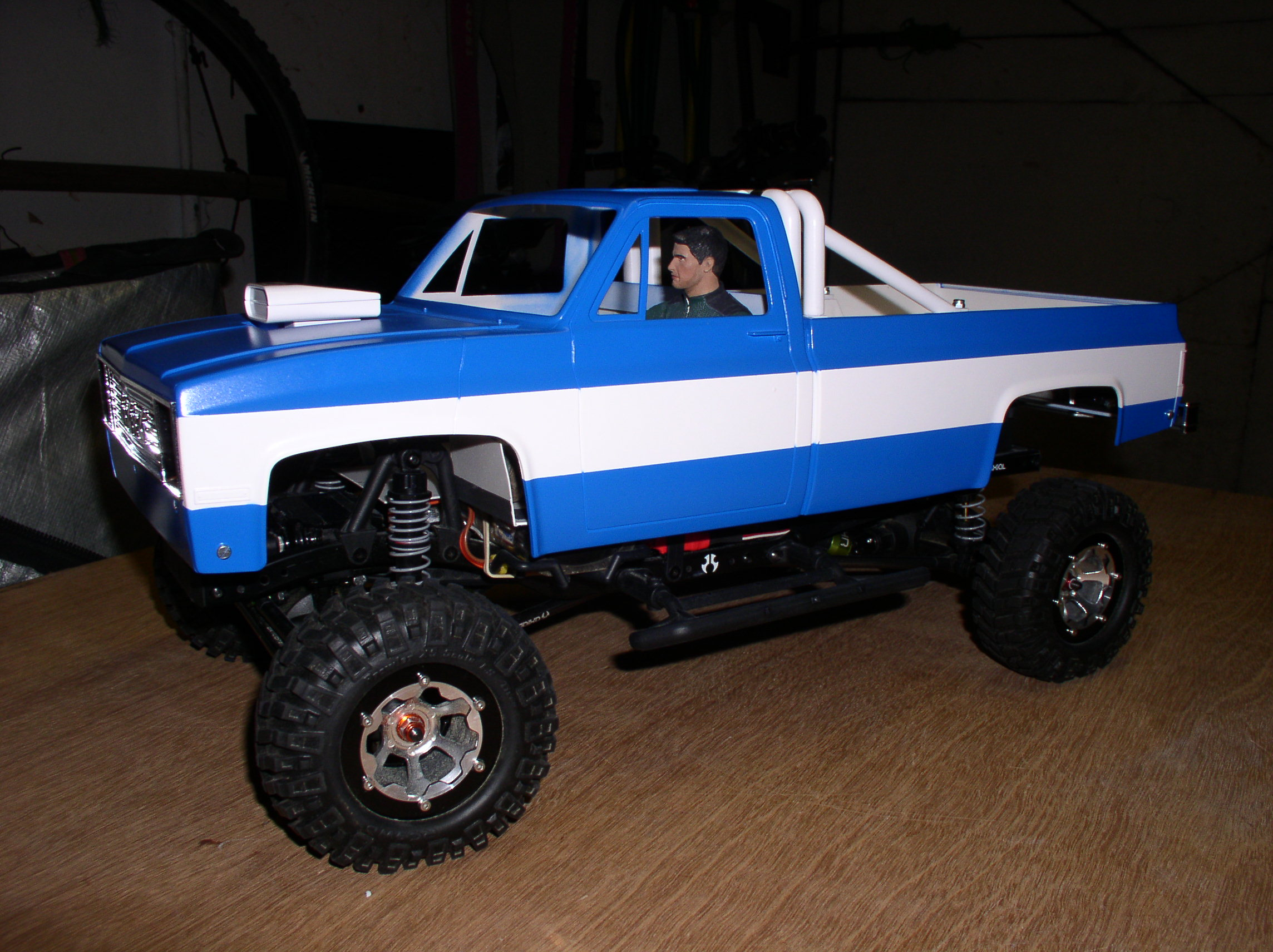 "[ SCX10 Axial ] CHEVROLET K5 Pick-up, benne rallongée.""TERMINE"" P1010035hq"