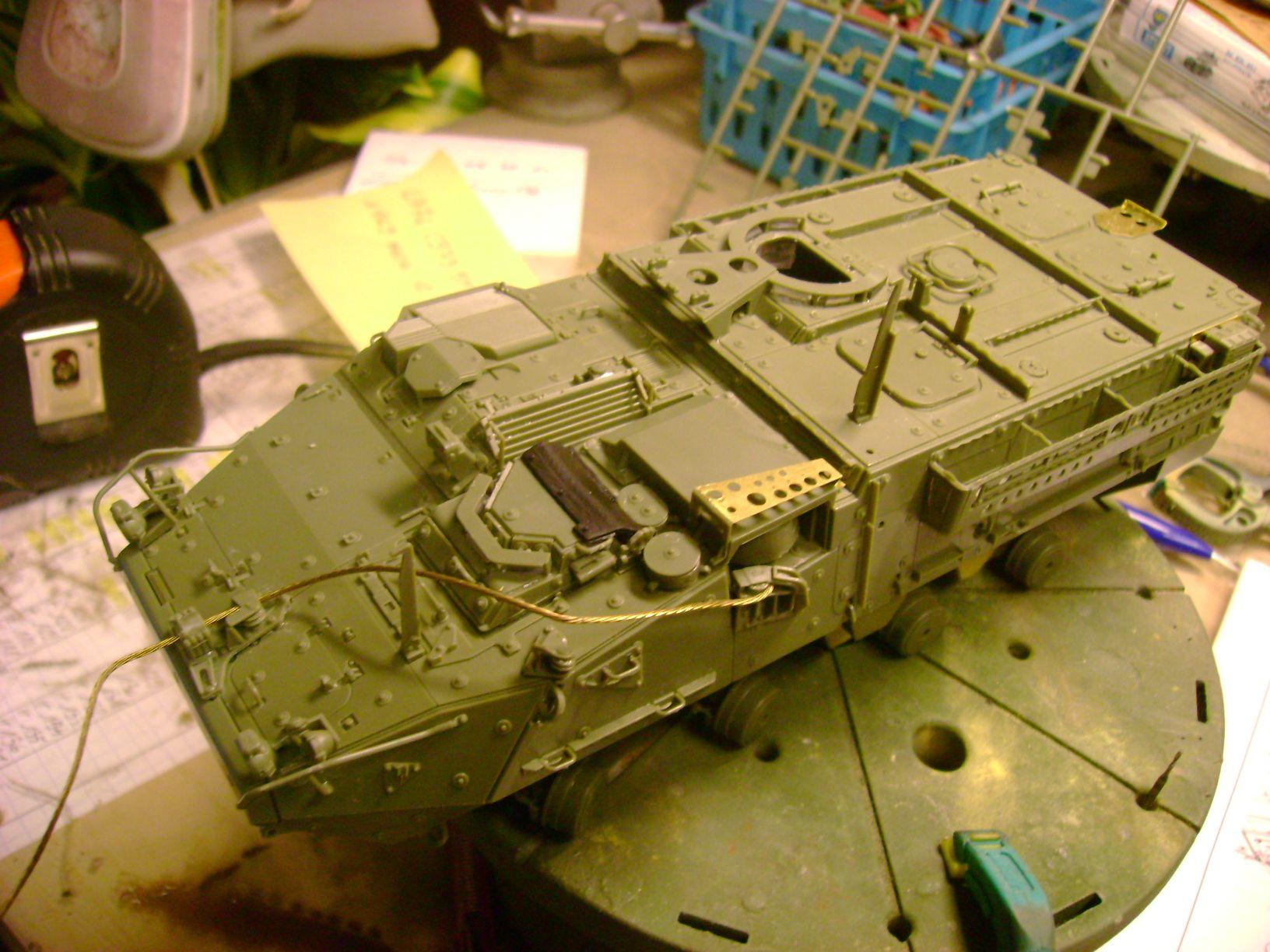 M1130 Stryker Commander's Vehicle, le Stryker de Tuche.....montage terminé.. - Page 2 Dsc01802e