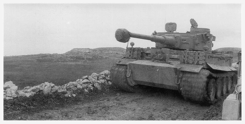 Tiger I du sPzAbt. 501 en Tunisie 1943 Tigerinr823spzabt501